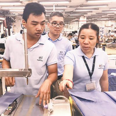 从纺织女工到技术能手(新时代的奋斗者)